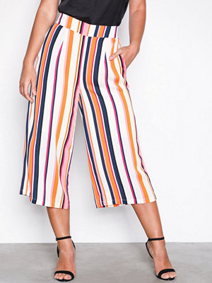 Selected Femme mönstrade byxor Sfstall Mw Cropped Pant Ex Randig