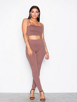 NLY One Strap Crop Top Set Brun