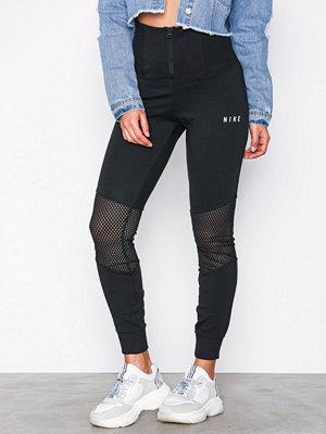 Nike svarta byxor Essential Mesh Legging Svart