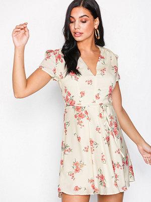 Glamorous Short Sleeve Dress Cream