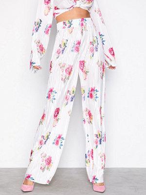 NLY Trend mönstrade byxor Print Pleated Pants Vit Mönstrad