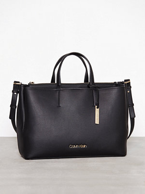 Calvin Klein Step Up Large Tote Svart axelväska