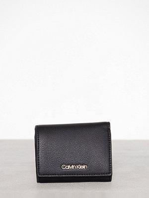 Plånböcker - Calvin Klein CK Candy Small Wallet Svart