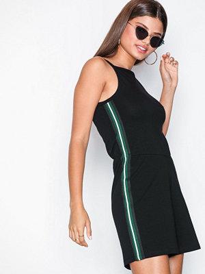 NLY Trend Sporty Stripe Playsuit Svart