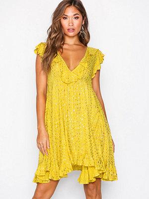 Glamorous V Flounce Dress Gul