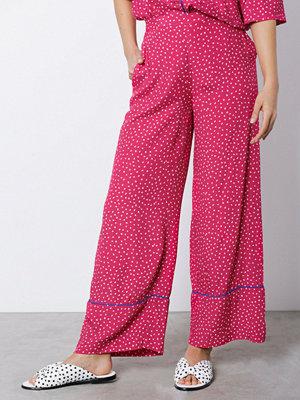 NORR rosa byxor med tryck Christie pants