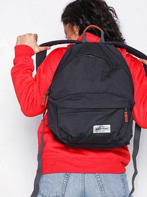 Eastpak svart ryggsäck Padded Pak'R Dark