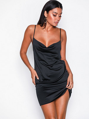 Missguided Satin Back Crepe Strappy Cowl Shift Dress