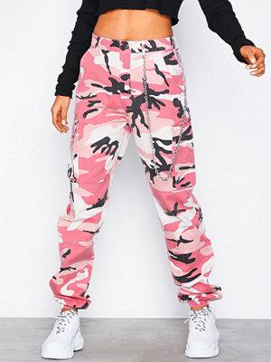 Missguided mönstrade byxor Premium Chain Camo Cargo Trouser Pink