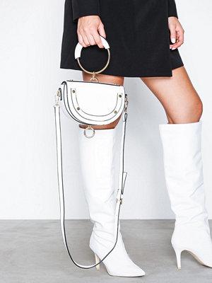 NLY Accessories Studded Ring Bag Vit axelväska