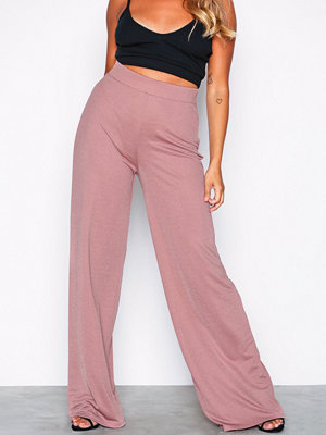 NLY Trend gammelrosa byxor Wide Crepe Trousers Beige