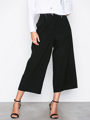 NLY Trend svarta byxor Culotte Pants Svart