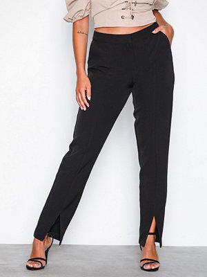NLY Trend svarta byxor Front Slit Slim Pants Svart