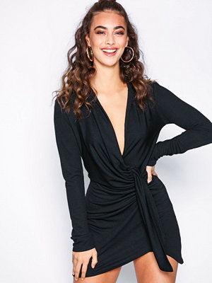 NLY One Oversize Plunge Dress Svart