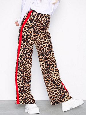 New Look mönstrade byxor Print Side Stripe Wide Leg Trousers Leopard