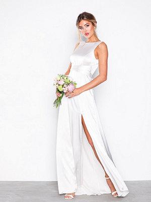 NLY Eve V-Back Satin Gown Vit