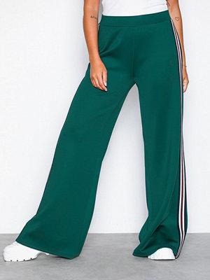 NLY Trend mörkgröna byxor Track Pants Grön