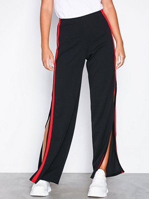 Sisters Point svarta byxor Nodit Pants Black/Red