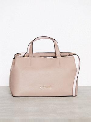 Handväskor - Calvin Klein Drive Tote Cb Beige