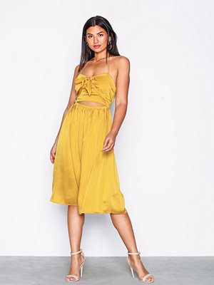 Missguided Satin Halterneck Cut Out Midi Dress Gold