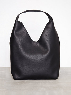 Handväskor - Calvin Klein Ultra Light Soft Hobo Svart