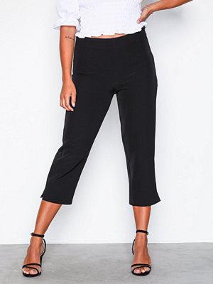 NLY Trend svarta byxor Capri Pants