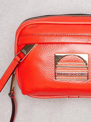 Marc Jacobs röd axelväska Sport Belt Bag Poppy Red