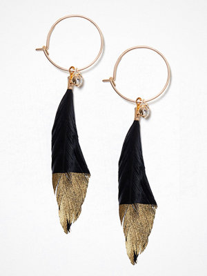 NLY Accessories örhängen Gold Feather Hoops Svart/Guld