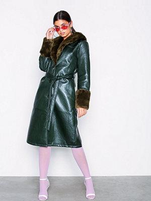 Fuskpälsjackor - NLY Trend Patent Fur Coat