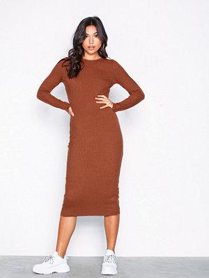 NLY Trend LS Rib Midi Dress Brun
