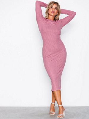 NLY Trend LS Rib Midi Dress Rosa