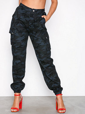 Missguided mönstrade byxor Printed Cargo Trousers Navy