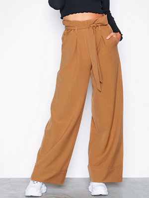 NLY Trend omönstrade byxor Tied Waist Pants Brun