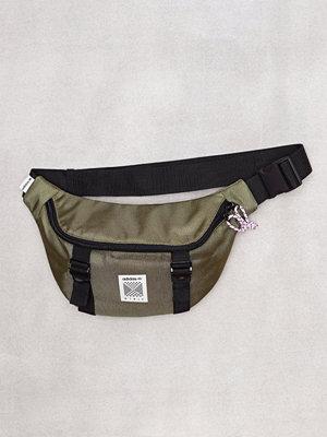 Adidas Originals omönstrad axelväska Waistbag M Olive