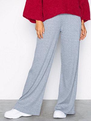 NLY Trend ljusgrå byxor Wide Rib Pants