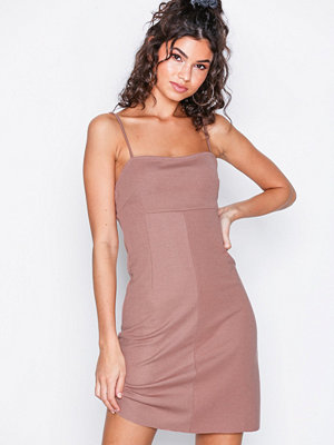NLY Trend Perfect Strap Dress Mörk Rosa