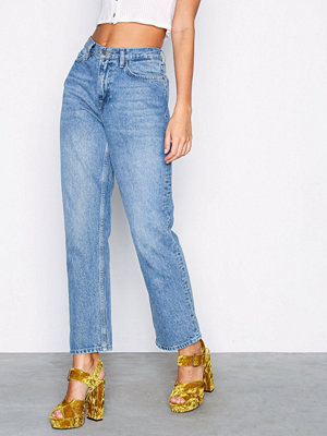 NLY Trend Cheeky Fit Straight Leg Denim Mid Blue