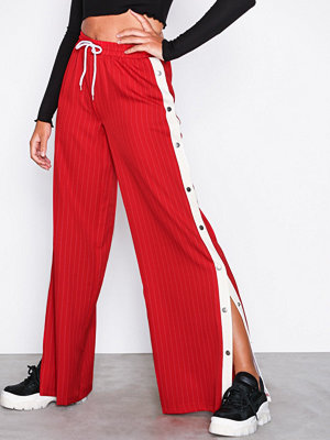 Missguided röda byxor Pinstripe Popper Leg Trousers Red