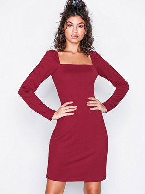 NLY Trend Deep Square Dress Röd