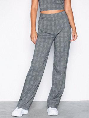 NLY Trend grå rutiga byxor Check Pants