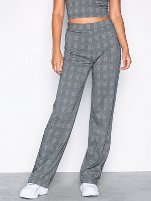 NLY Trend grå rutiga byxor Check Pants Rutig