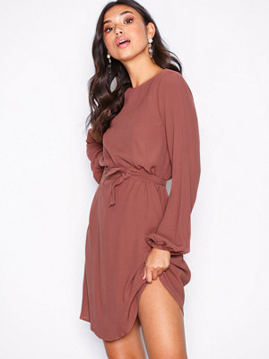 NLY Trend Perfect Belted Dress Rostbrun