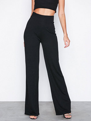 NLY Trend svarta byxor Crepe Straight Pants