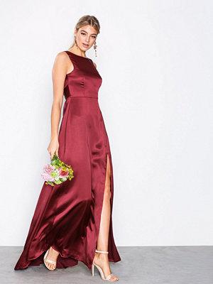 NLY Eve V-Back Satin Gown Zinfandel