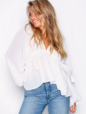 NLY Trend Flowy Blouse Creme