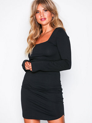 NLY Trend Square Neck Dress Svart