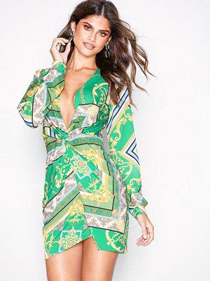 NLY One Twist Slit Print Dress Grön