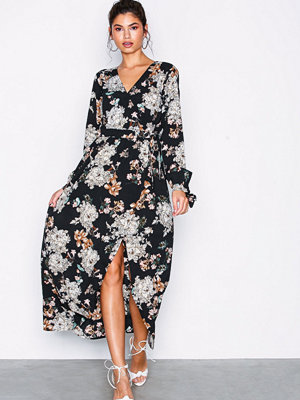 NLY Trend Long Wrap Dress Svart/Mönstrad