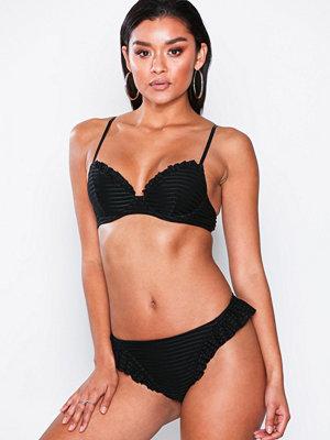 NLY Beach Flounced Cheeky Bikini Panty Svart