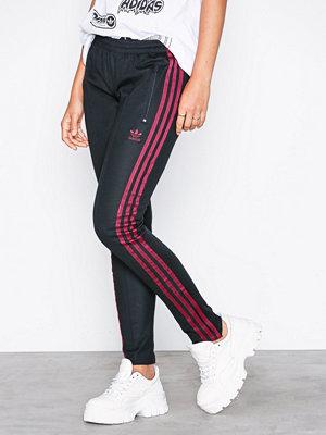 Adidas Originals byxor med tryck Lf Sst Pant Svart